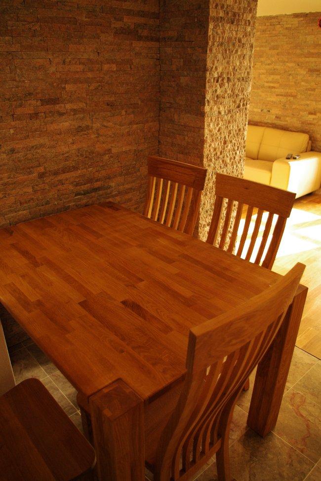 Tisch Appartement 8